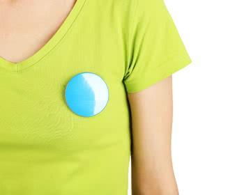 Posso usar adesivo ou camiseta do candidato no dia da eleição?